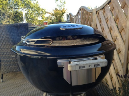 how to use the weber pizza oven review demo bbq pizza. Black Bedroom Furniture Sets. Home Design Ideas